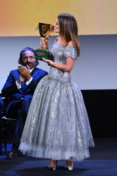 Что носит лучшая актриса Венецианского кинофестиваля— Пенелопа Крус на церемонии закрытия?