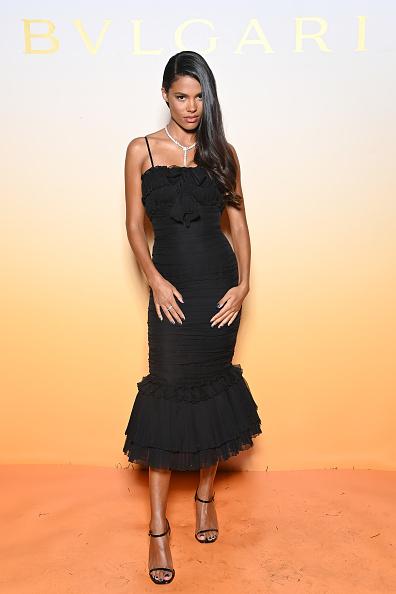 Что общего у Тины Кунаки и Моники Беллуччи? Итальянские корни и любовь к черным корсетным платьям