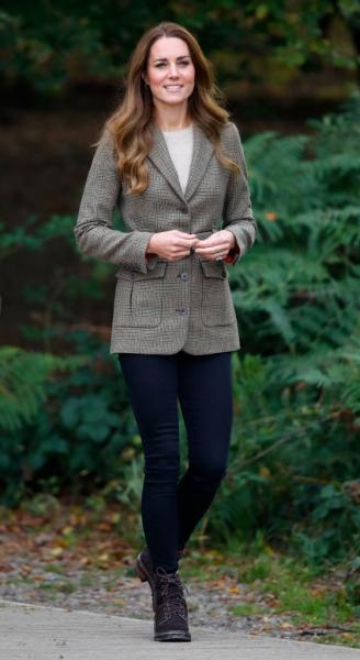 Даже будущие королевы носят этой осенью клетку, а вы? Кейт Миддлтон и ее жакет, который все обсуждают второй день