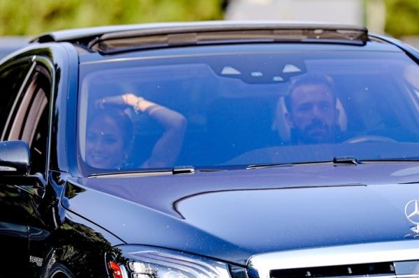 Джей Ло и Бен Аффлек наслаждаются каждой минутой вместе— даже в лос-анджелесских пробках. Будем как они!