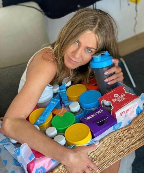 Дженнифер Энистон поделилась рецептом протеинового смузи, который заряжает энергией на целый день
