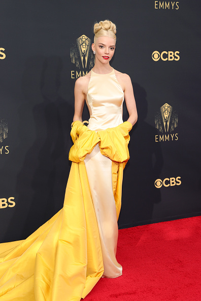 Ее тело похоже на фарфоровую статуэтку: Аня Тейлор-Джой в двух кутюрных платьях Dior одновременно на премии «Эмми»