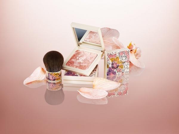Эффект бабочки: Улла Джонсон и Бобби Браун выпустили красочную коллекцию макияжа, вдохновленную бохо-шиком
