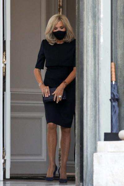 Элегантность на максимум: Брижит Макрон в образцовом черном платье