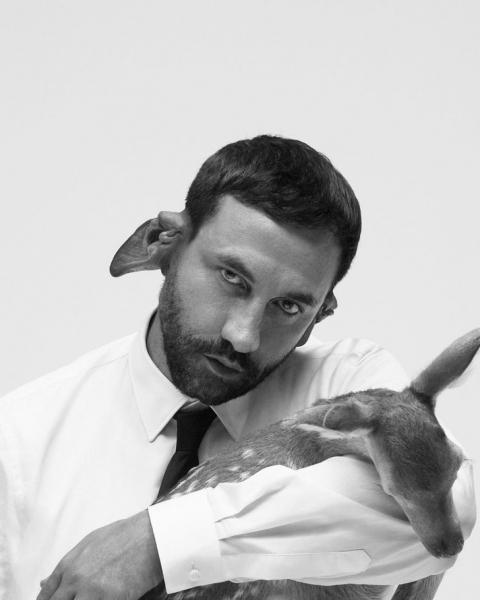 Это чтобы лучше тебя слышать: модели Burberry вышли на подиум с эльфийскими ушами