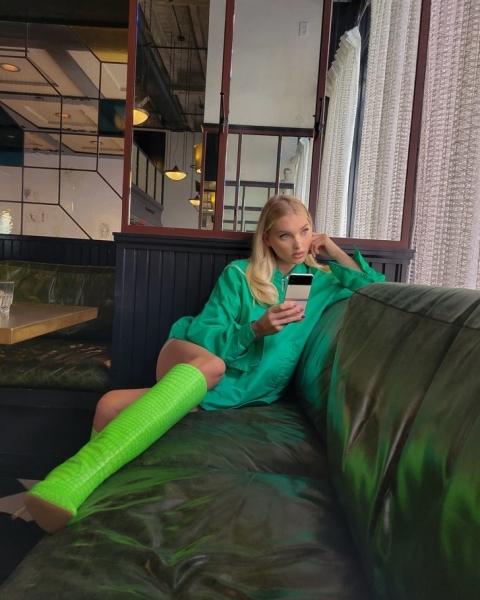 Где искать очень яркие осенние сапоги, как у Эльзы Хоск?