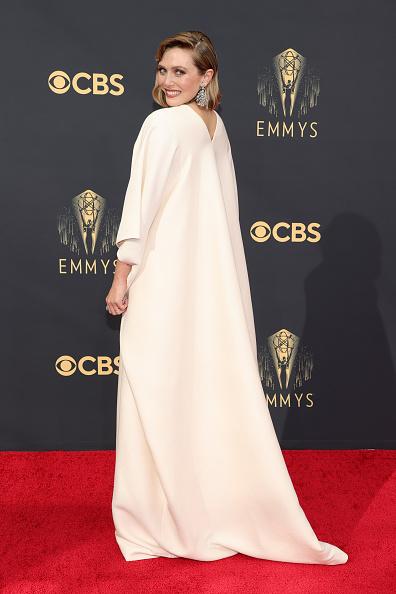 И ангелы улыбаются: Элизабет Олсен в платье сестер-близняшек и бриллиантовых серьгах на 70 карат