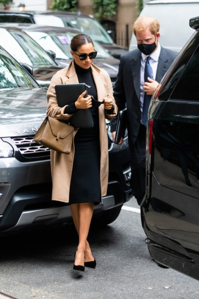 Идеальные пальто, короткие платья и строгие костюмы: как выглядит новый осенний гардероб Меган Маркл