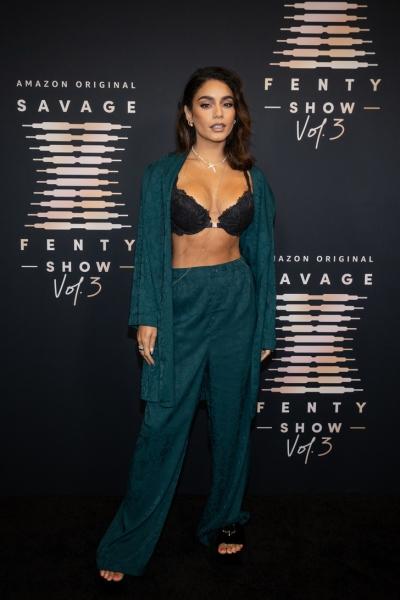 Ирина Шейк, Эмили Ратаковски, Джиджи Хадид и, конечно, Рианна на трансляции шоу Savage X Fenty