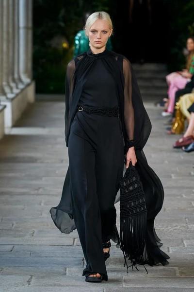 Как бахрома стала «вечным» трендом в моде? Показывает Alberta Ferretti