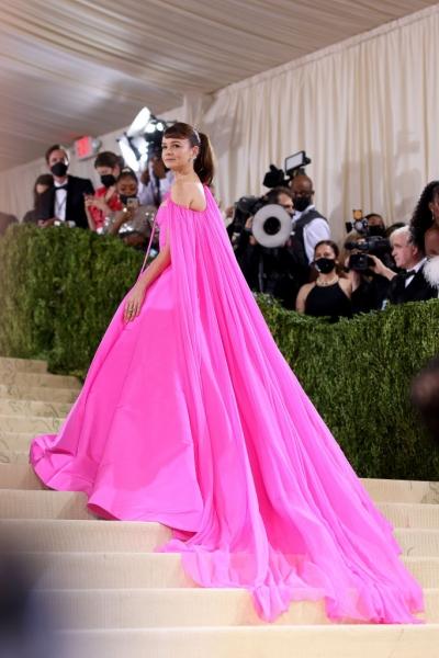 Как диснеевская принцесса: Кэри Маллиган в платье цвета сахарной ваты на Met Gala