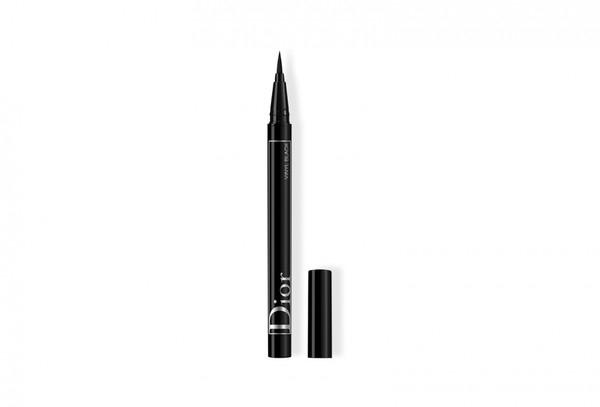 Как сделать ретро-макияж с двойными стрелками в стиле 60-х: показывает арт-директор по макияжу Dior