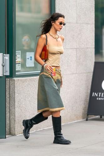Какие сапоги носить осенью 2021? Подсказывает Белла Хадид