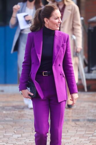 Кейт Миддлтон в костюме Emilia Wickstead самого королевского цвета