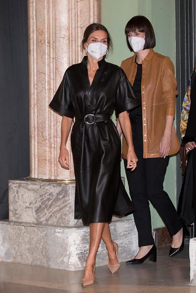 Королева Испании и королева рока Летиция и лучшее кожаное платье &Other Stories, которое мы видели