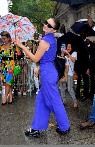 Королева подиума и стритстайла: яркое появление Джиджи Хадид на Неделе моды в Нью-Йорке