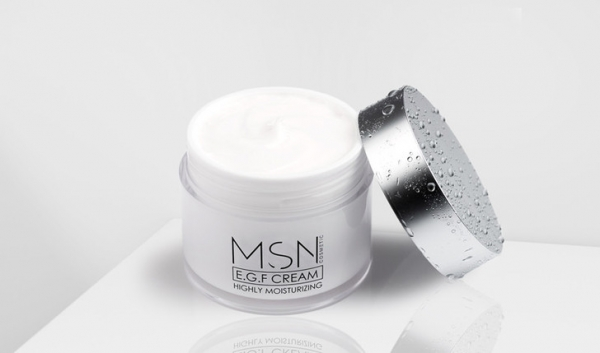 Крупным планом: увлажняющий крем для лица The Platinental х MSN, который быстро восстанавливает кожу после инъекционных процедур и операций