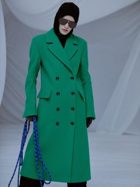Модный гид на зиму: какую верхнюю одежду будут носить самые модные девушки?
