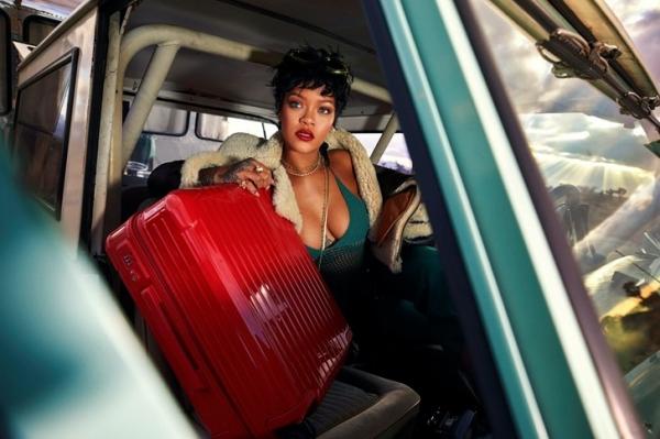 Находка! С какими классными чемоданами летает Рианна и вам советует