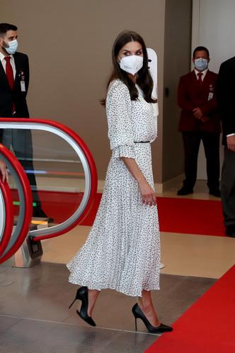Одна деталь на платье королевы Летиции, которая задает романтичное настроение всему образу