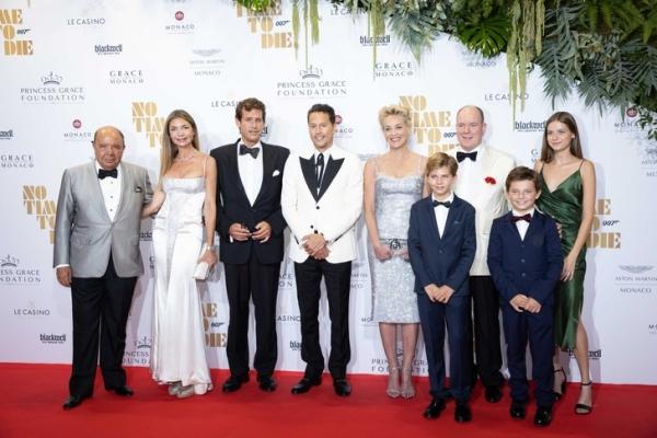 Ослепительно прекрасная Шэрон Стоун на премьере бондианы в Монако