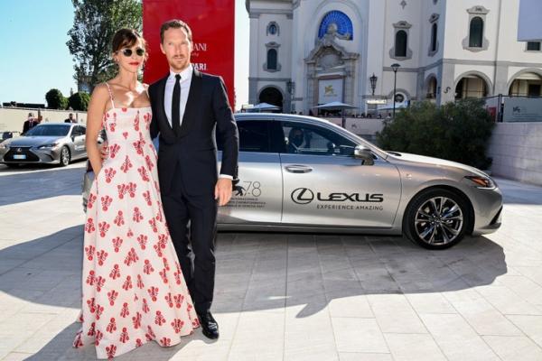 Пара на миллион: Софи Хантер и Бенедикт Камбербэтч на 78-м кинофестивале в Венеции
