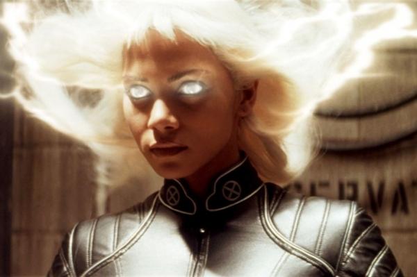 Пепельный блонд: Хлои Кардашьян сменила цвет волос и задала новый бьюти-тренд