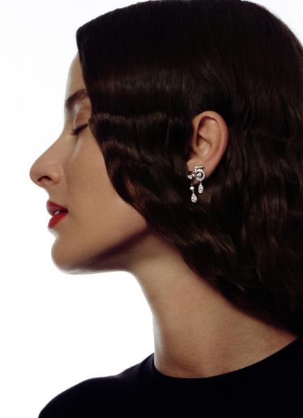 Разрыв шаблона: художница ЭммаВолодчинская и осенние makeup-новинки CHANEL