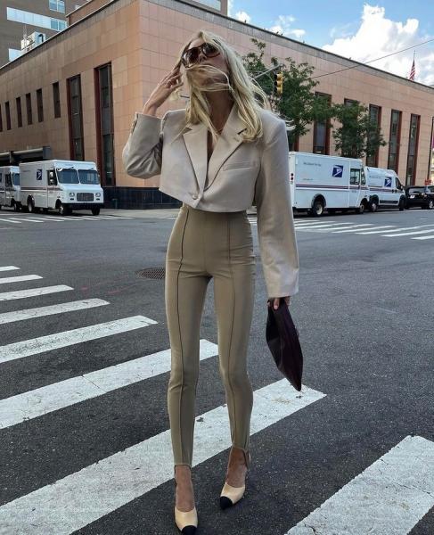 С чем носить укороченный пиджак этой осенью? Ультрамодный ответ от Эльзы Хоск