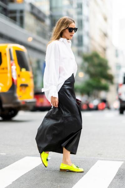 С чем осенью носить длинную кожаную юбку? Показывает звезда стритстайла Оливия Палермо