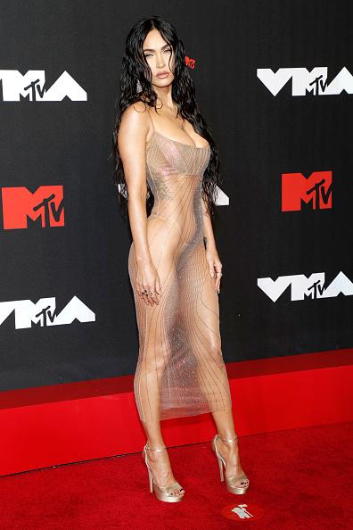 Самое обнаженное платье в истории: абсолютно голая Меган Фокс на премии VMA. Найдите платье-невидимку на фотографии!