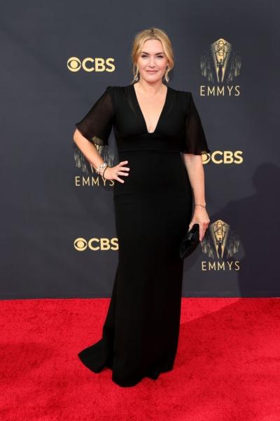 Самый редкий выход звезды: блистательная Кейт Уинслет в черном шелке на «Эмми-2021»