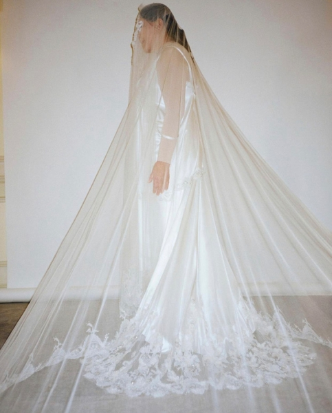 Семь платьев Burberry (включая одно свадебное) Марины Абрамович