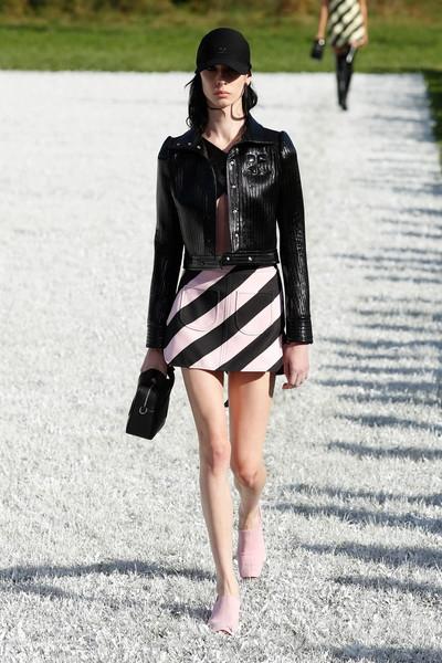 Следующим летом нам всем нужны брюки как на показе Courrèges