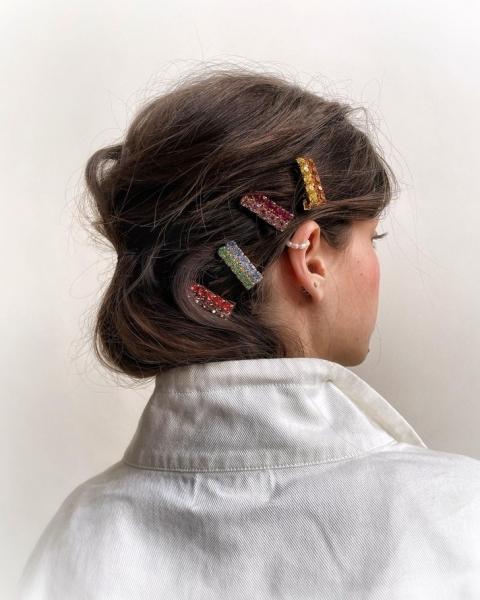 Украшения для волос на осень 2021, которые создадут летнее настроение