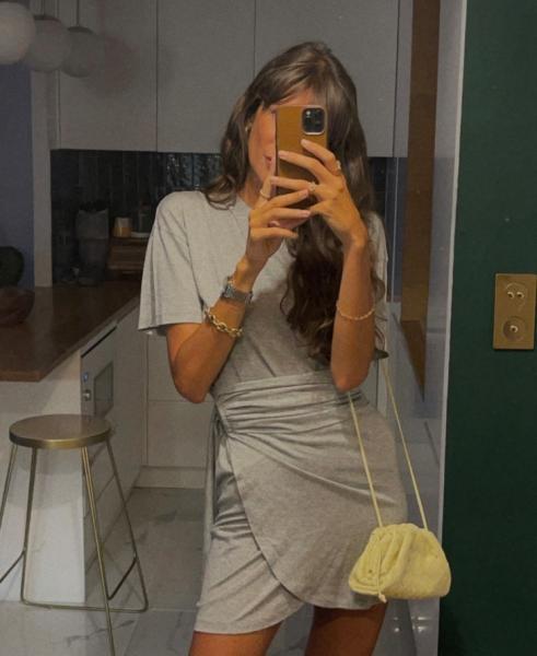 Вместо маленького черного платья— серое мини: вечерний дресс-код Жюли Феррери