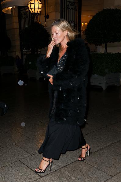 Для свидания с бароном Кейт Мосс выбирает мех, черный шелк и россыпь бриллиантов