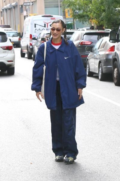 Если и носить спортивный костюм вне зала, то именно такой, как у Беллы Хадид