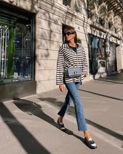 Французская классика: Жюли Феррери в укороченных джинсах и полосатом лонгсливе