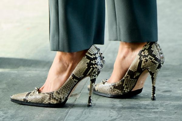Идеально сидящий костюм Bimba y Lola и «хищные» аксессуары: королева Летиция с ног до головы в испанских брендах