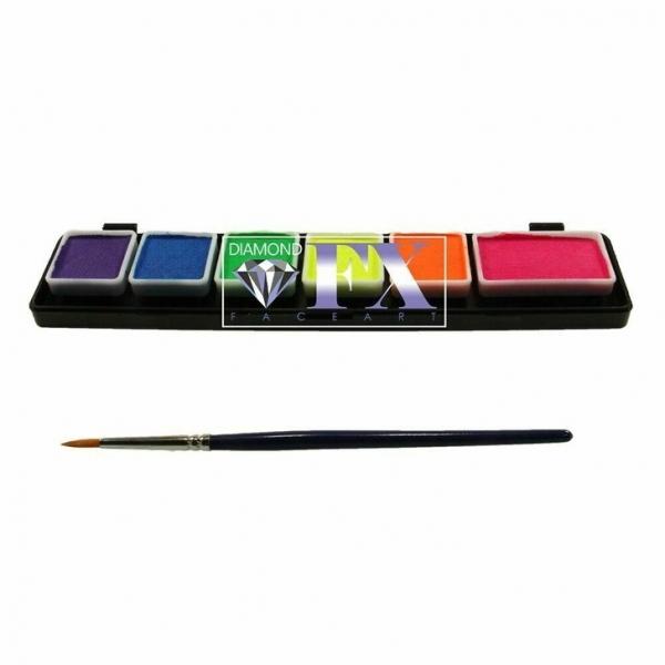 Как сделать яркий макияж с цветными стрелками: комментарии визажиста