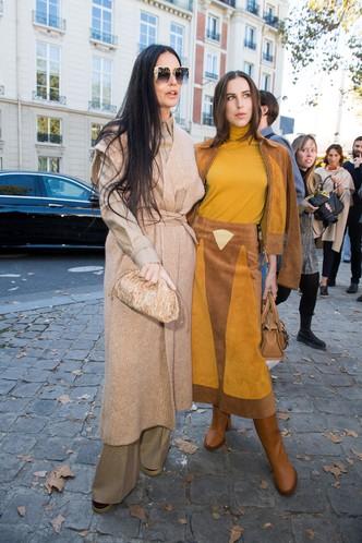 Как сестры: Деми Мур с дочерью Скаут Уиллис на показе Chloé