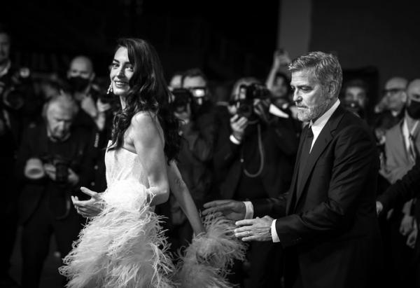Как в кино: Джордж и Амаль Клунинапоминают пару из фильма золотого века Голливуда