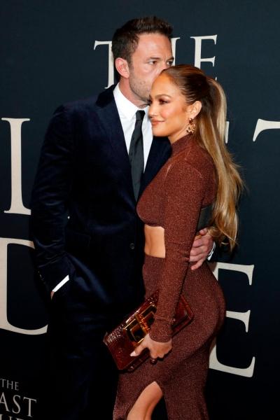 Любовь, похожая на сон: очень страстный поцелуй Дженнифер Лопес и Бена Аффлека на премьере в Нью-Йорке. И их изумительные осенние образы