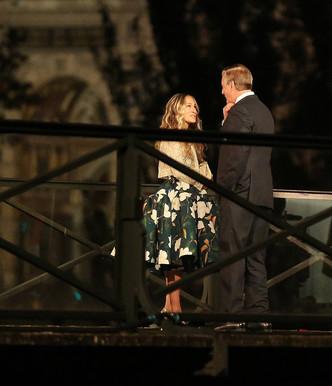 Место встречи изменить нельзя: Кэрри Брэдшоу и мистер Биг на мосту Искусств в Париже