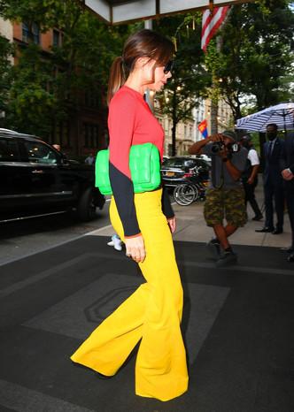 Модный светофор: Виктория Бекхэм учит создавать актуальные образы в стиле колор-блок