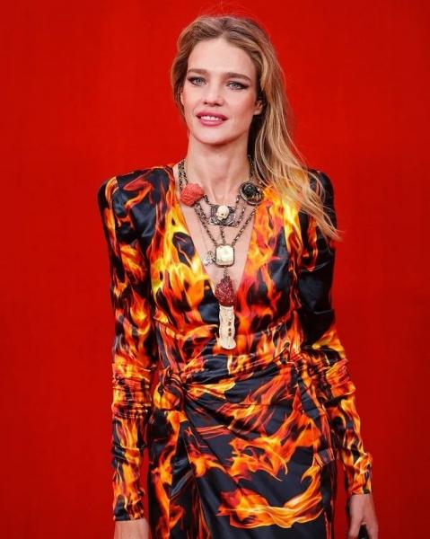Образ— пожар: Наталья Водянова в «огненном» платье Vetements
