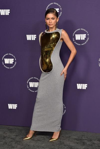 Платье-фантасмагория с эффектом беременности: Зендая вновь ошеломляет стилистов своим выходом