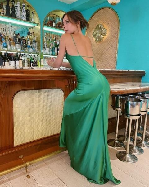 Платье-комбинация в пол— всегда хорошая идея: вечерний образ Виктории Бекхэм