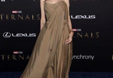 Платье-мешок в оттенке песчаной бури: какой новый наряд Анджелины Джоли останется в вечности?
